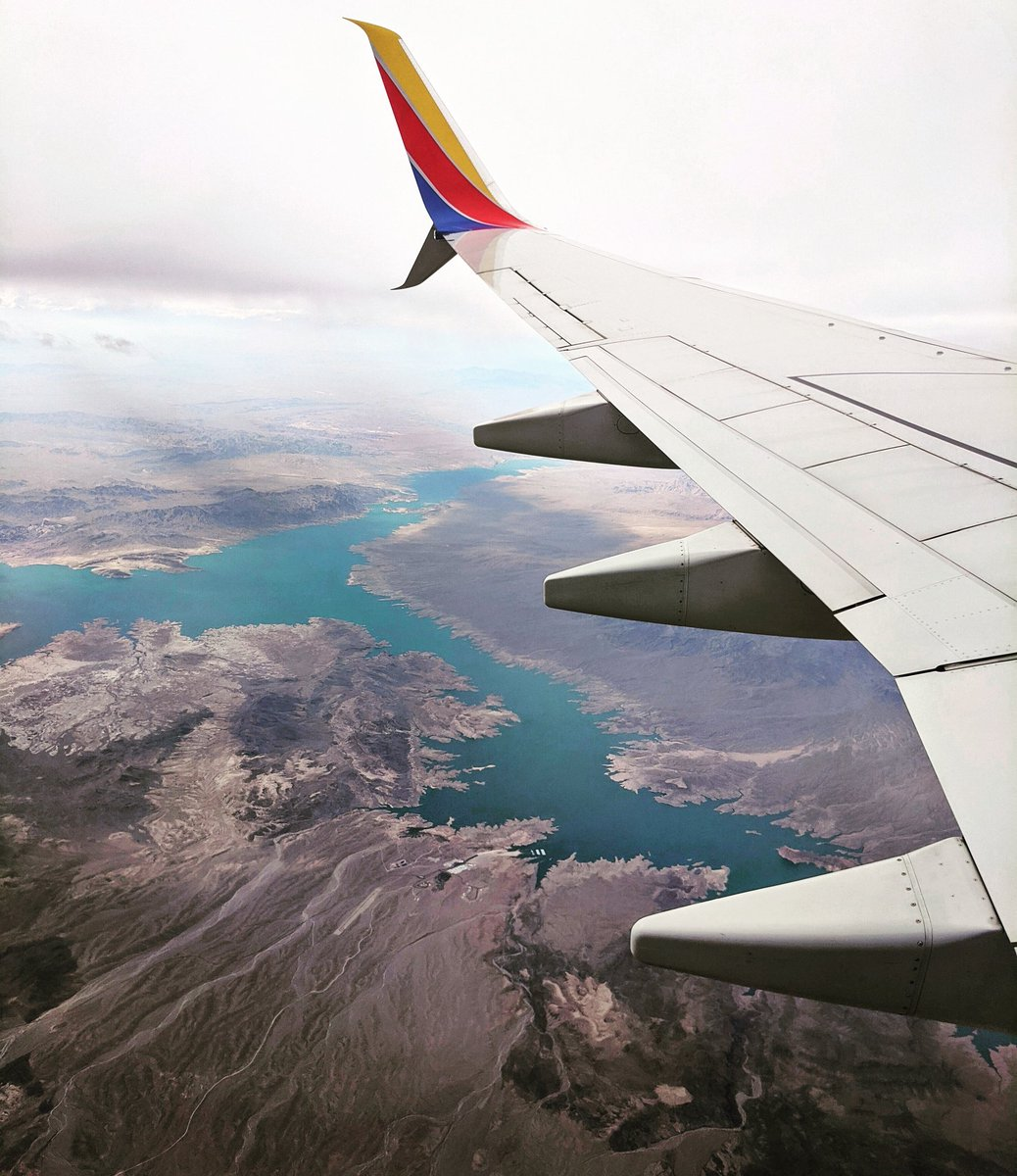 Had the best window seat views when I left Las Vegas last time. Its one of my top 5 now 🤗 Not to mention I could see my daughters house and where she works 💙 Im really missing travel today ☹️ Share your favorite #WindowSeatWednesday #WingshotWednesday
