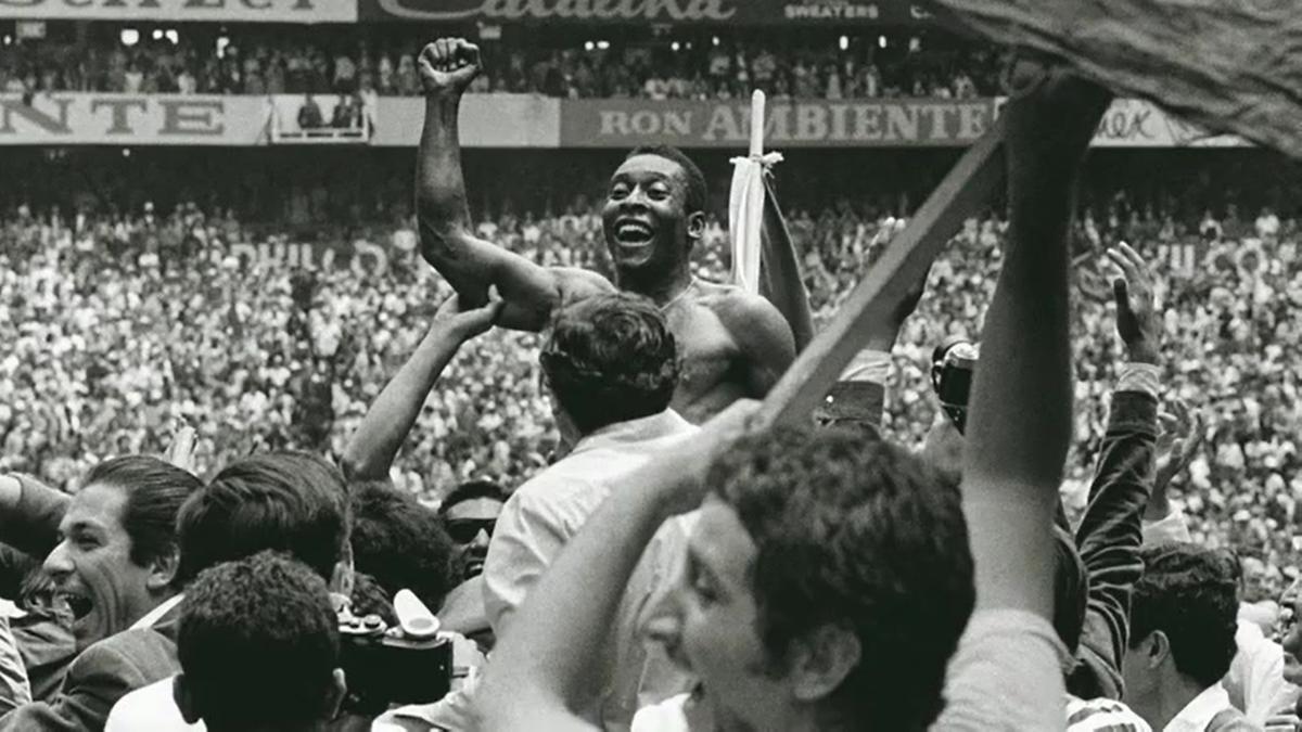"""Hoje a #LinhadaCultura online e o @museudofutebol trazem o documentário """"Futebol, Memória e Patrimônio - Copa de 1970"""", com depoimentos de vários craques escalados para a Seleção. Para assistir, acesse: https://t.co/ECfU6z6GrE https://t.co/Ot9buI5jjN"""