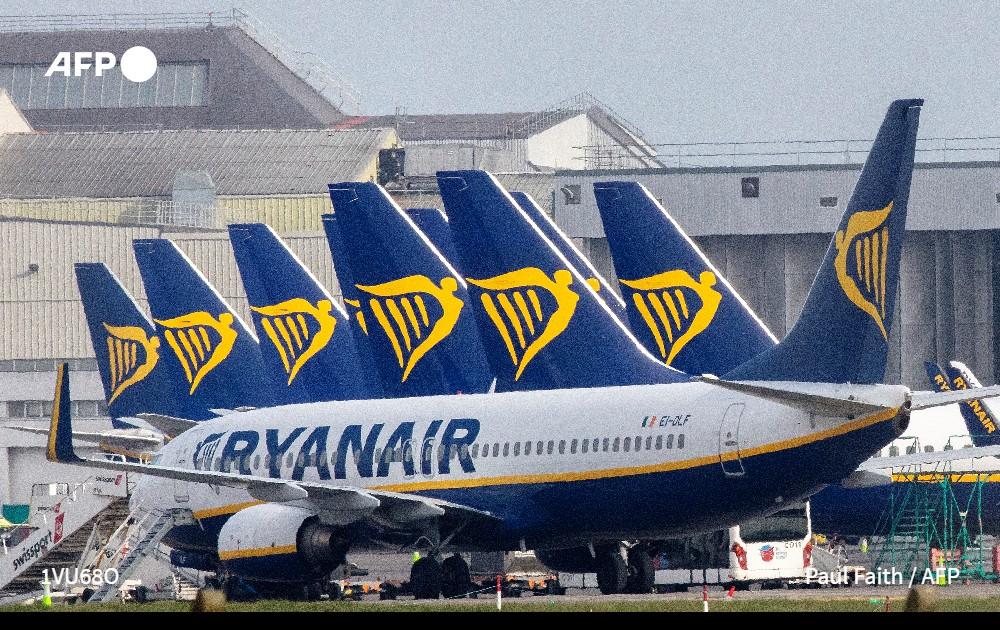 LAutorité nationale de laviation civile en Italie, lEnac, a menacé aujourdhui la compagnie irlandaise Ryanair de suspendre son autorisation de vol dans le pays, en raison du non-respect des règles de sécurité imposées face à lépidémie de coronavirus #AFP