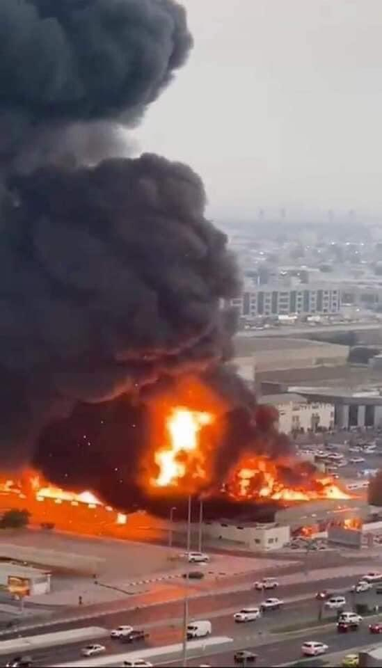 Yesterday the explosion in Beirut and today in UAE a huge fire broke out in a market located in the city of Ajman ... I hope that no one was injured, may God bless you and protect you  #UAE #Emirates #Ajman #الإمارات #عجمان #سوق_عجمان #الاماراتpic.twitter.com/P3oYGsfiSt