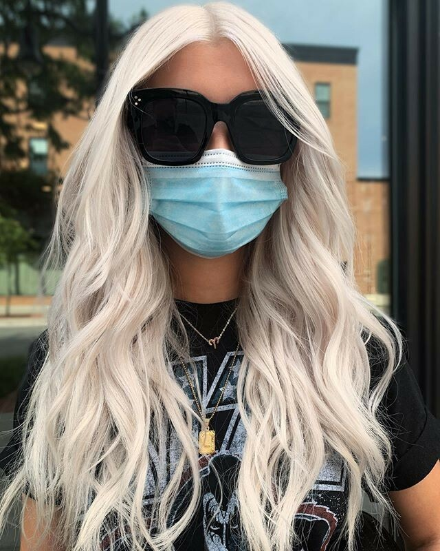 """Always remember that taking a client #PlatinumBlonde takes time! It is best to do this slowly to maintain the integrity of the team. ⠀ ⠀ """"Being platinum means HIGH MAINTENANCE. I see Lyndsey every 5-6 weeks for a root touch up and toner to keep her color fresh AF. Also, keep… pic.twitter.com/Bn3HZnrgdk"""