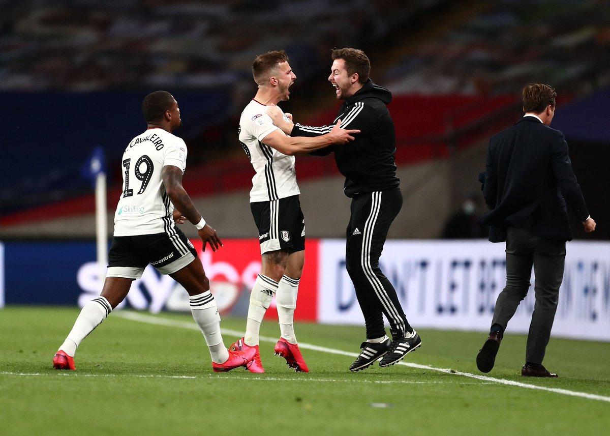 Fulham ⚫️⚪️ consiguió esta tarde su regreso a la Premier League 🏴🏆 después de 2 temporadas. El equipo de Craven Cottage venció por 2-1 a Brentford en la final de los play off de la Championship ⭐️,y se une a Leeds United y West Bromwich como los ascendidos. https://t.co/TrPpCbiPqj
