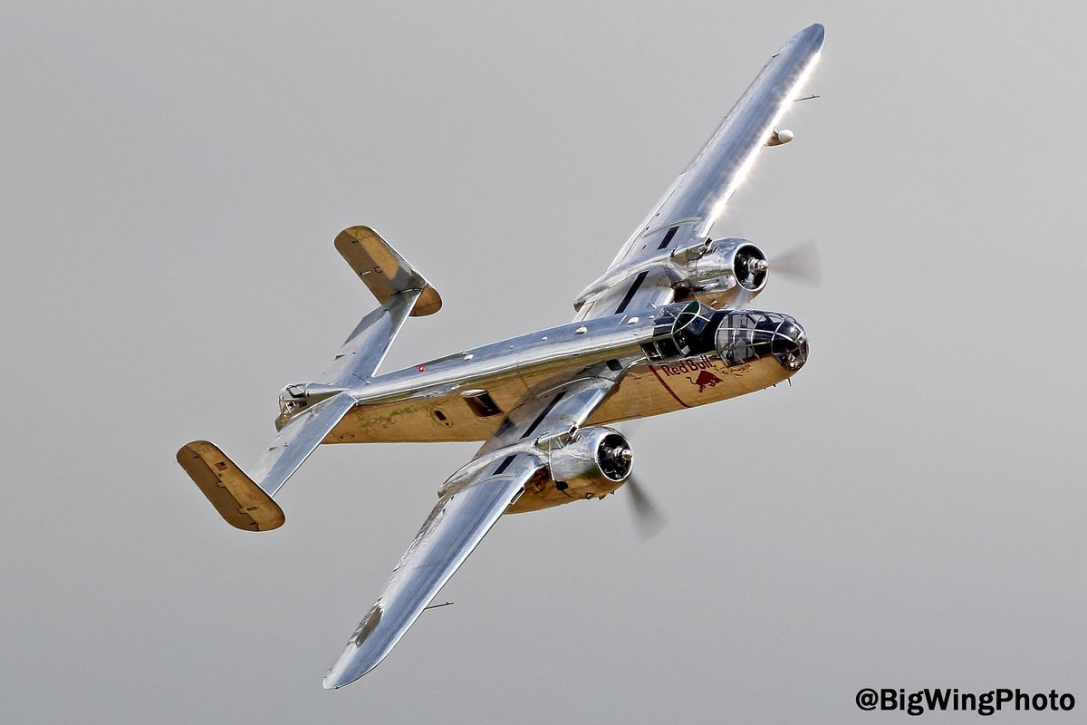 #WarbirdWednesday The Flying Bull's B-25 Mitchell gleams against a gloomy Duxford sky #GivesYouWings #FlyingLegends https://t.co/SyivUFNWmD