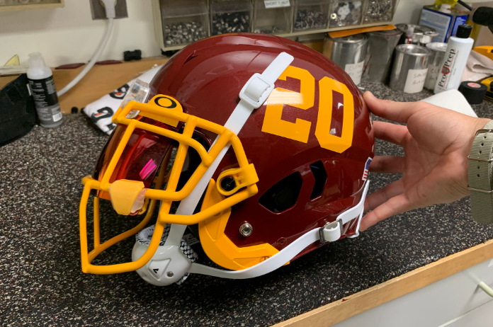 What do you guys think of Washington's new helmets?   (via @WashingtonNFL)pic.twitter.com/MmMII0VXOv