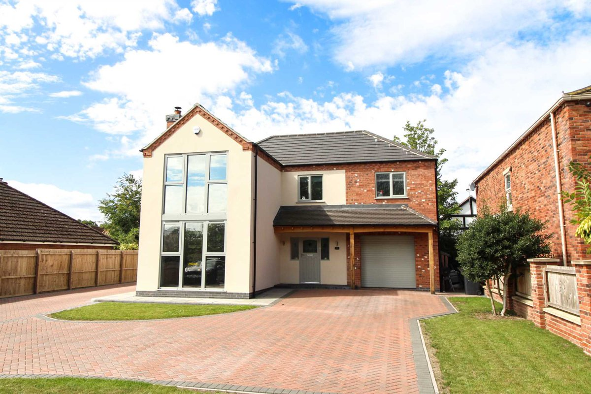 WOW! Stunning 4 Bed Family Home listed #forsale in #skellingthorpe #lincoln at £425,000. Check out the link... https://t.co/eAxZMEGlET  @TaylorWalshLinc #estateagent #property #realestate https://t.co/iR6PCsNAG8