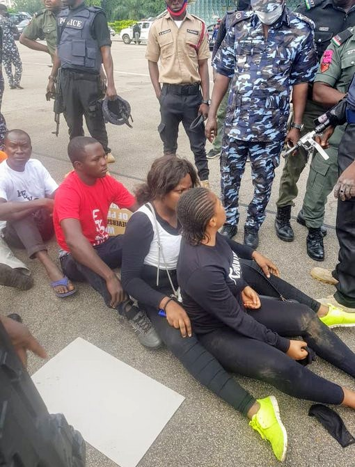 Security agents in Abuja have reportedly arrested over forty men and women participating in the Revolution Now protest initiated by the publisher of SaharaReporters, Omoyele Sowore. https://www.247amaze.com/complete-information-on-the-revolutionnow-protest-in-nigeria-photos/…pic.twitter.com/t7umCPz3Oa