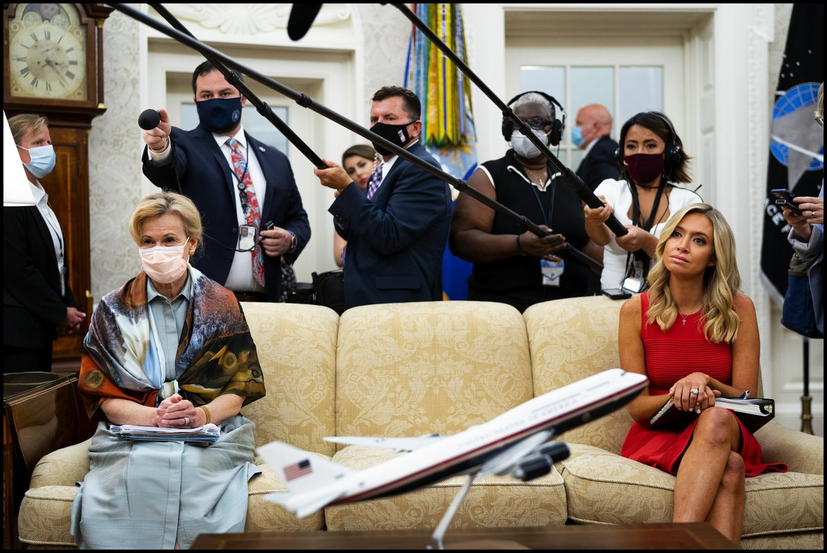 Dr. Deborah Birx, White House coronavirus response coordinator, left, and @PressSec Kayleigh McEnany look on as @realDonaldTrump meets with Arizona's Governor Doug Ducey in the Oval Office. https://t.co/rKwTQD8Ir5