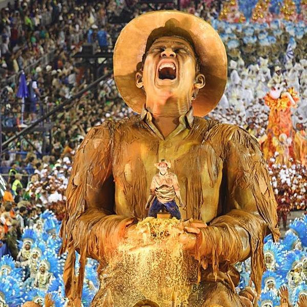 """""""Cantam pastoras e lavadeiras pra esquecer a dor Tristeza foi embora, a correnteza levou""""  Lembrança de uma das alegorias mais marcantes da história do sambódromo.  📸Cezar Loureiro / Riotur  #Portela2017 https://t.co/wm0aLrC4wE"""