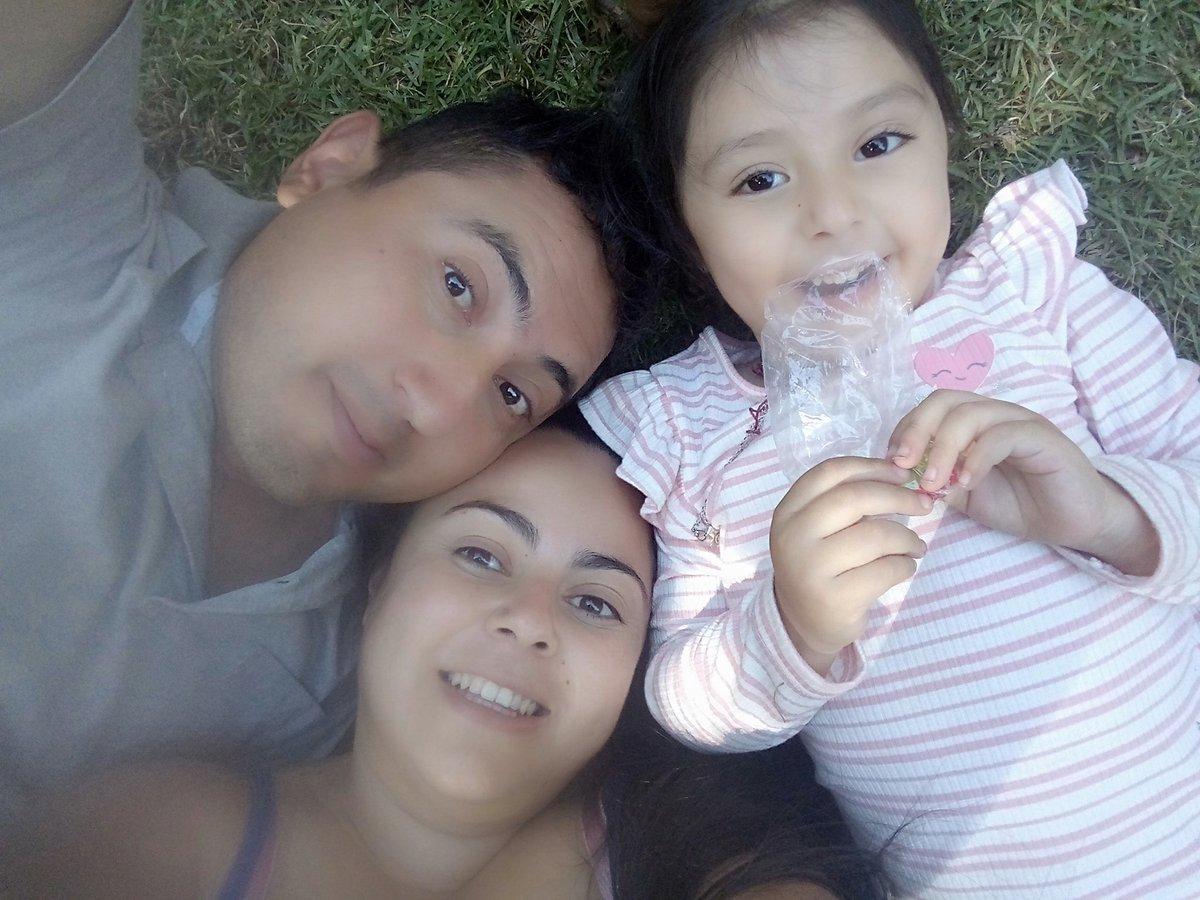 Son lo mejor de mi vida, los amo infinitamente #AmorSincero #AmordeFamiliapic.twitter.com/lnejE0UrOA