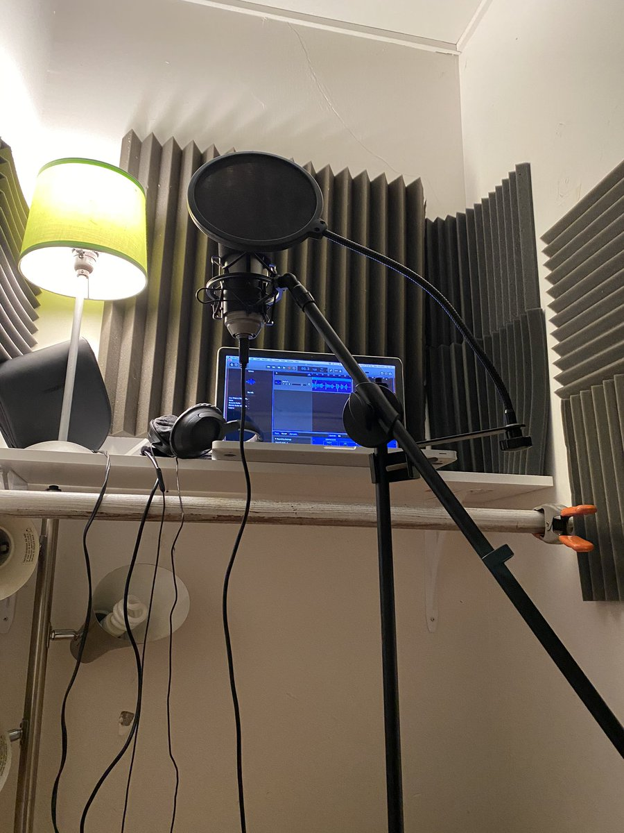 My new voice-over booth in my apartment! This is where the chopped up body was hid!  #voiceover #body #actor #actorlife #voiceovers #murder #truecrime #crime #microphone #setlifepic.twitter.com/kMRIES7DqM