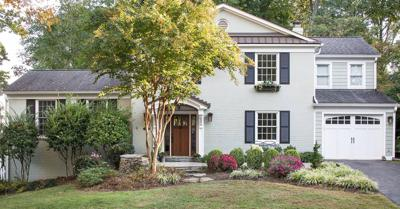 Increase your home's value with these remodeling ideas guaranteed to be worth the time and money. Whether you're preparing for a move or looking to update your home, remodeling can be a huge undertaking, so it's important to know if http://www.keepingyouinformed.info/trendspottr/home-decor/7-home-renovations-that-add-major-value-according-to-real-estate-experts/?c=eyJ0eXAiOiJKV1QiLCJhbGciOiJIUzI1NiJ9.eyJub2RlX2lkIjozNjgzMywicHJldmlldyI6ZmFsc2UsImNvbW1faWQiOjI1ODE5NjIsImRlc3RfaWQiOjM1MjQwMTR9.7xHKVkbfhjD4W5v961t9UwQexJoblRRoZ6_f22NwUtQ…pic.twitter.com/yQ9uI2aSZ1