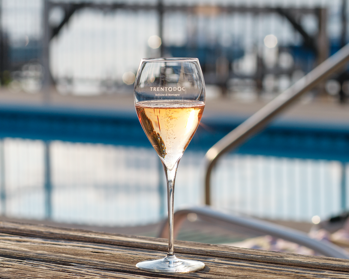 The perfect pairing to any pool, lake or beach is a chilled sip of Trentodoc. Cool off this summer with our perfect classic method sparkling wine. https://t.co/xGoN4wS1Un