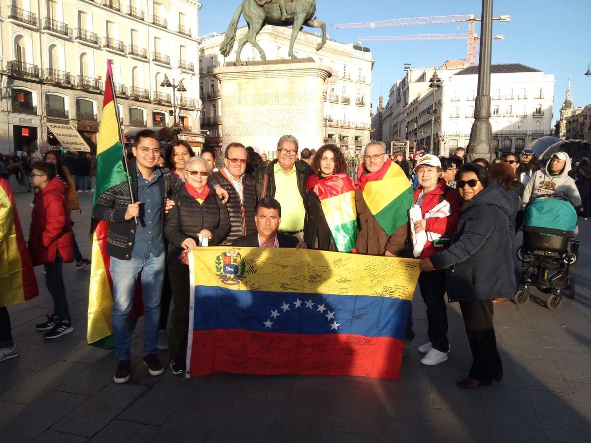 Desde La Plataforma #AyudaVenezuela y La Causa R en España felicitamos a nuestros hermanos Bolivianos por el 195 aniversario de la independencia de #Bolivia y ojalá encuentren el camino de la paz, la igualdad y la fraternidad q tanto necesitamos en América. #BolivarEnMadrid https://t.co/A1VI7a8joe