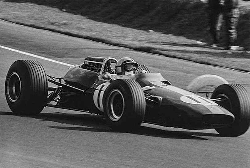 Pedro Rodríguez en su Lotus-Climax en el Autódromo Hnos. Rodríguez durante el Gran Premio de México de 1966, donde no pudo acabar la carrera por una falla en el diferencial  #f1 #mexicogp #ahr https://t.co/P4QlmtqQpk