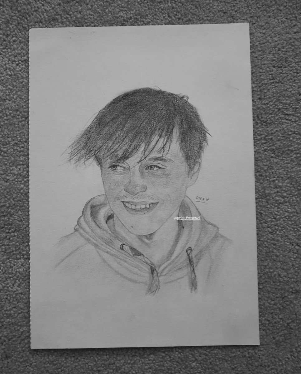 Finished a drawning of @ImAllexx its not amazing but i couldnt had done it without @elxmslie thank you  . #imallexx #willne #eboys420 #art #memeulous #jamesmarriot #drawing #internetsensation pic.twitter.com/QIFBmbFFoF