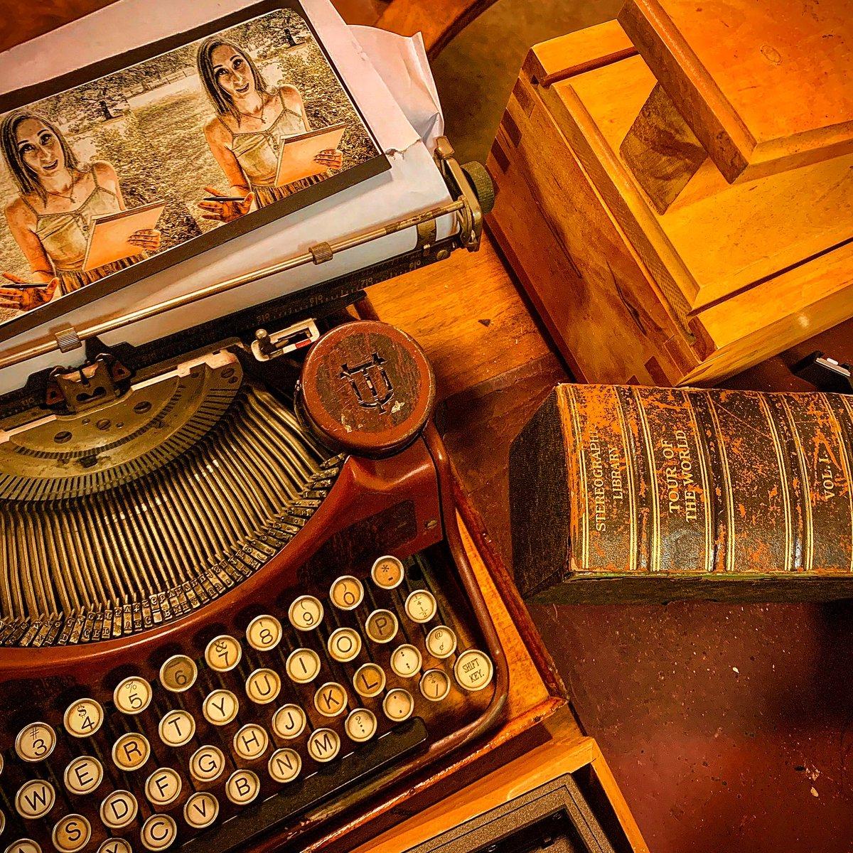 The Stereoscope. #horrorshorrorshorrors #darkdarkdark #darkwords #inproduction #actorlife #indiefilmmaking #indiefilm #setlife #scifinoir #fracturedmultiverse #art #photography #boson #fermion #anyon #angularmomentum https://www.imdb.com/title/tt12389846/… #amygdala #topquark #charmquark #actorpic.twitter.com/U56ThxWIuI