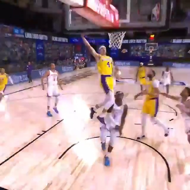 Alex Caruso runs the floor and punches it home for the @Lakers! #WholeNewGame   📺: ESPN https://t.co/pNN6GEl5nK