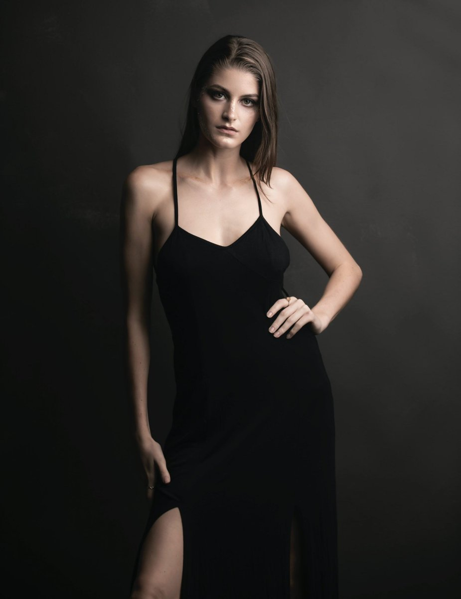 12 Sexiest Nineties Styles for Your Next Night Out https://buff.ly/31fTMSipic.twitter.com/7wzjKN06b7