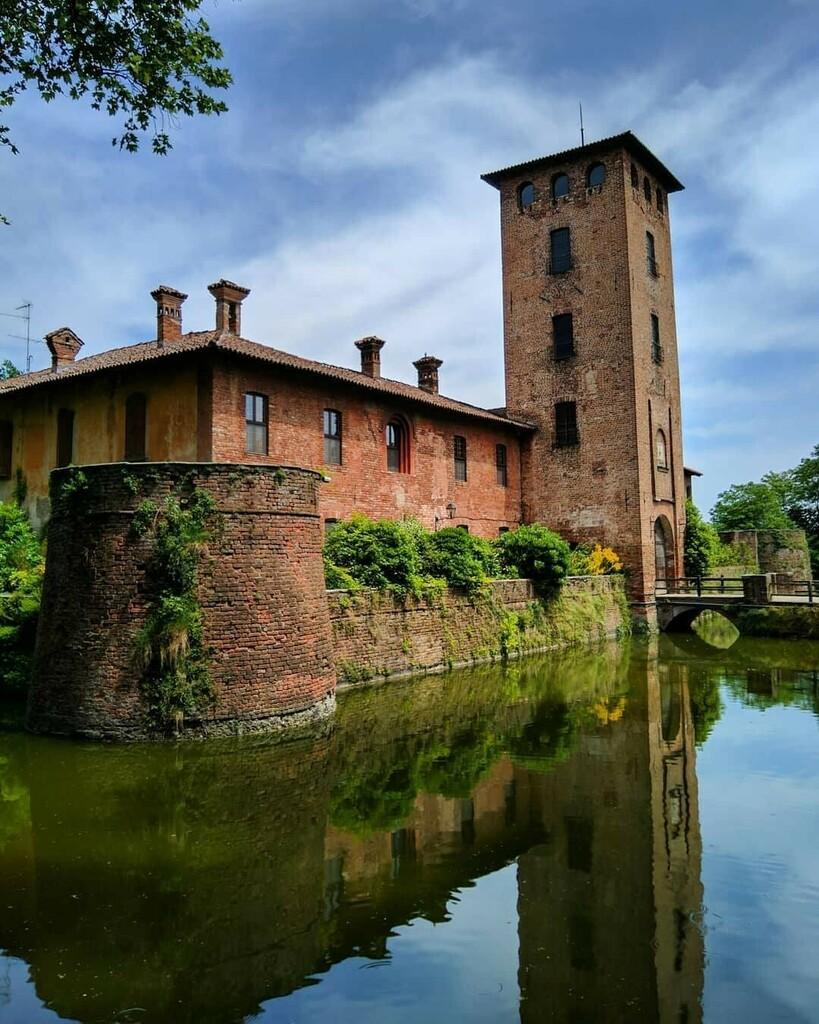 @m.delto #castle#milano#lombardia#ig_lombardia#volgolombardia#lombardia_reporter#thehub_lombardia#igworldclub#ig_europa#europe#italy#ig_italia#italiainunoscatto#volgoitalia#top_italia_photo#pocket_italy#don_in_italy#italy_vacations#new_photoitalia#kings_… https://instagr.am/p/CDiYwGXoGLH/pic.twitter.com/zhIN7V4C6u