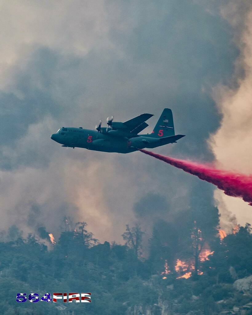 MAFFS 5 making a drop on the #StagecoachFire yesterday evening. ⁣  @wildlandfirephotos @wildland_firefighters @wildlandfirefighting @trainyourprobie @firefightersmotive @ffprovinggrounds @kempterfirewire @firefighter_feuerwehr #viewsfromwork #wildla… https://instagr.am/p/CDiWBr_BTV9/ pic.twitter.com/LgVTekAzdq