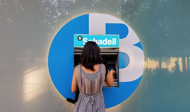 #TransformacióDigital | @BancSabadell inverteix 45 milions d'euros en la renovació de 700 caixers. El banc ja treballa en una nova generació de màquines d'autoservei https://t.co/hS5GhkBqJh via @viaempresa #SerOnSiguis #SomSabadell https://t.co/jkjqiyk706