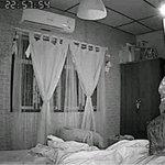 毎晩息苦しさを感じていた男性が、暗視カメラをつけて寝室を撮影した結果。可愛すぎた。