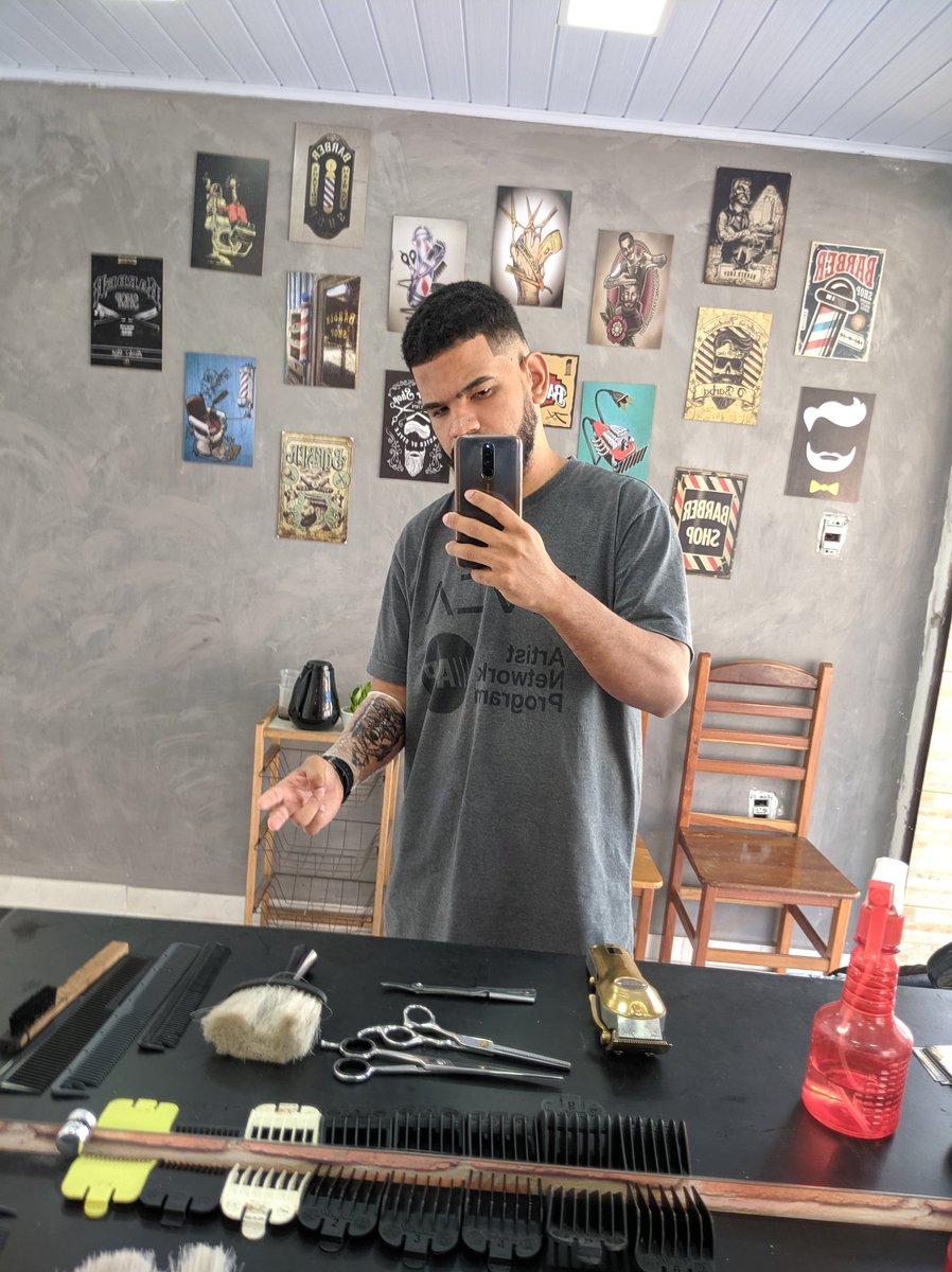 O barbeiro / sua arte pic.twitter.com/uw67c4EFu5