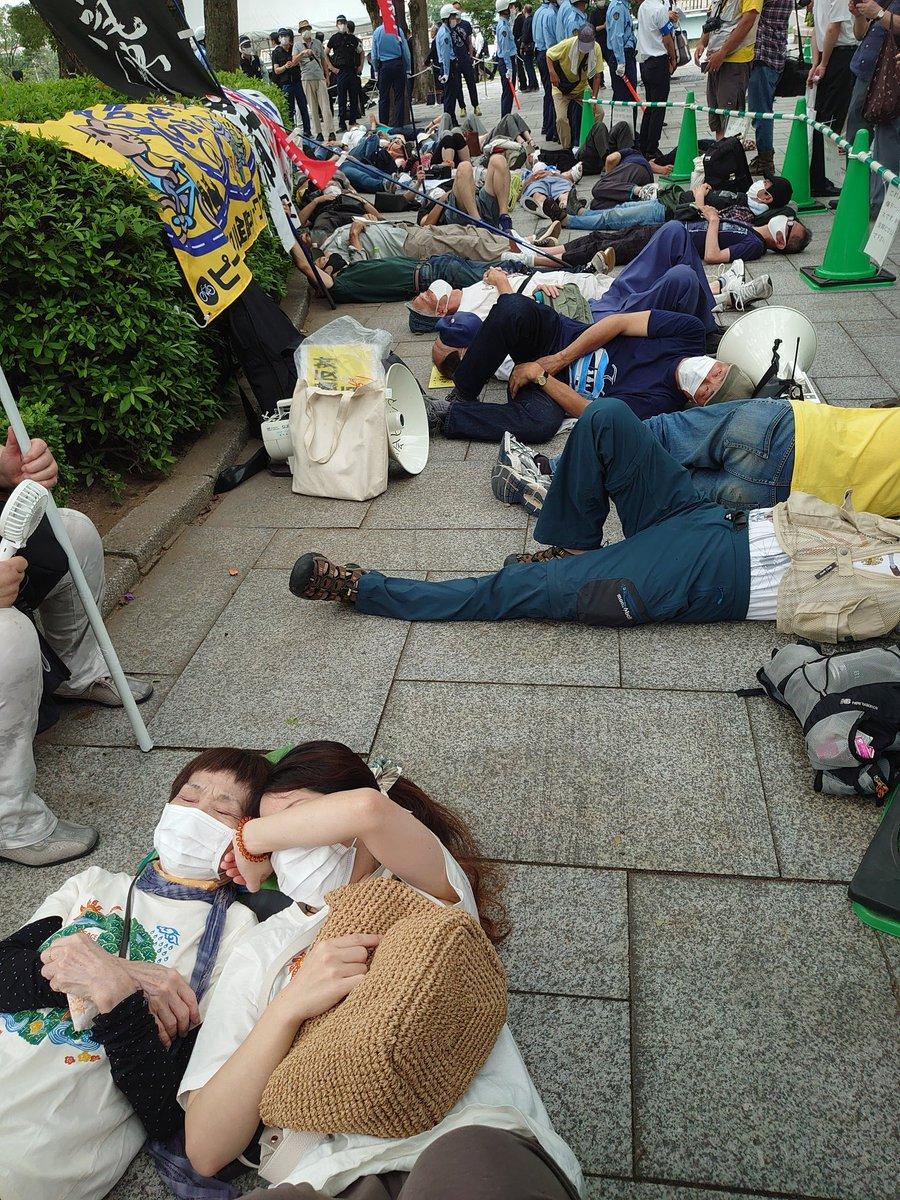 RT @Pan2www: 黙祷時間(8時15分)に 原爆ドーム慰霊碑前で、寝転がり睡眠を取り出す9条の会のアホ共 https://t.co/gQTAGoS62N