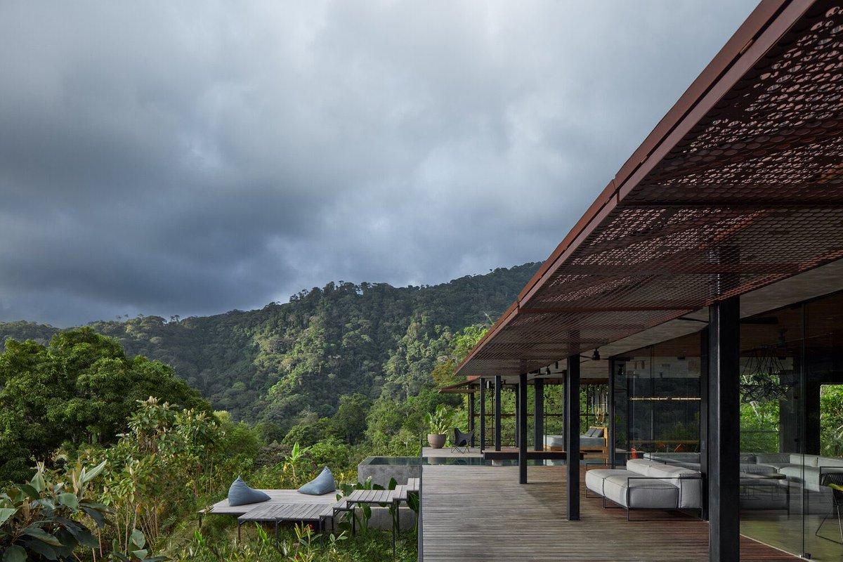 Oh to live in a tropical minimalist villa in Costa Rica.