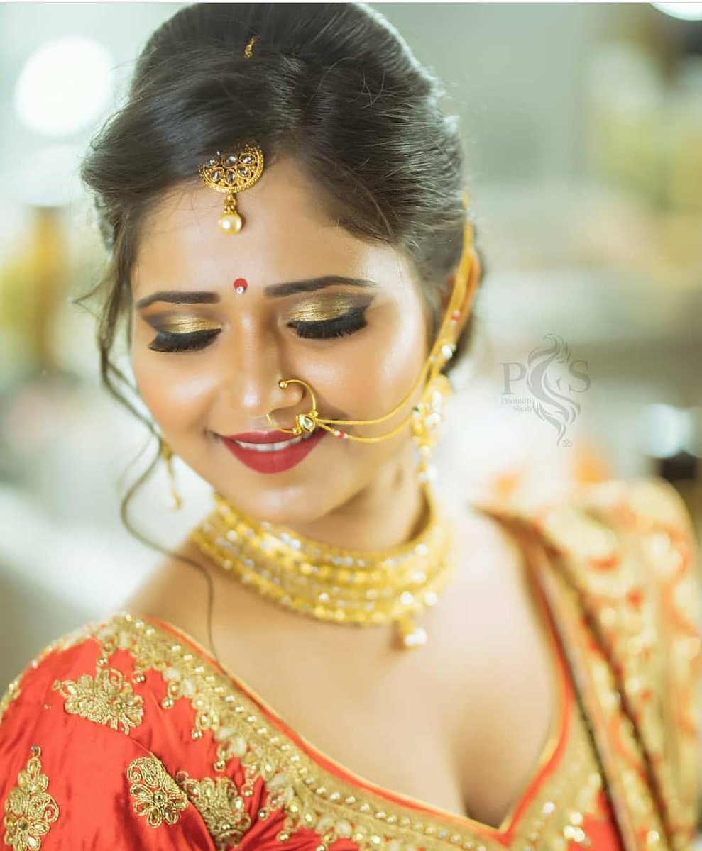 """""""Bringing those beautiful bridal looks. Team #GlamSocial shares with you the bridal edition by @zankhana_makeup (IG).  Follow & tag to get your bridal look featured @glamsocial.in.""""  #glamsocial #vocalforlocal #indianmua #makeupwedding #makeuplooks #makeupinspiration pic.twitter.com/eNlfqpkV12"""