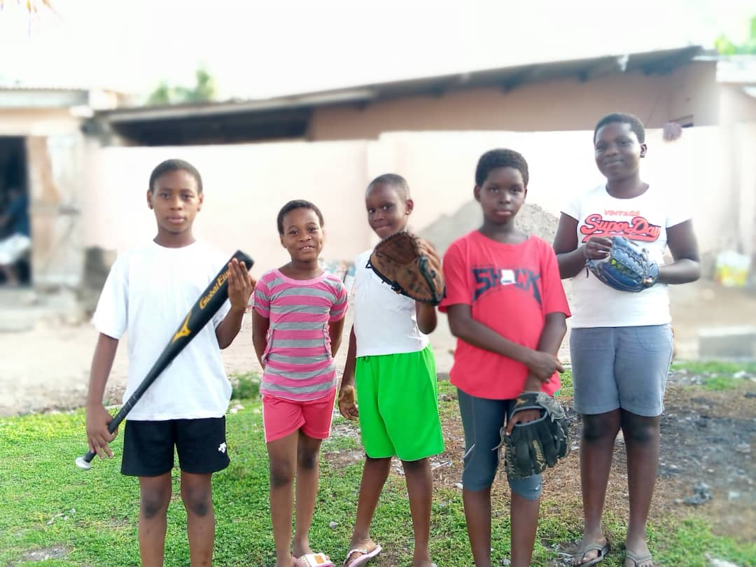 Here is some members of the Ghana Shock Softball team! Let's show them our support to keep them motivated! @scroggiiee @SoftbalAmerica @adidasUS @KH_Creative_86 @MNBATigers05 @USASoftball @KyleWDuBose @juanvante @flimpactprem @GillisFastpitch  #HelpSpreadGhanaShockSoftball https://t.co/xD41NZQQGU