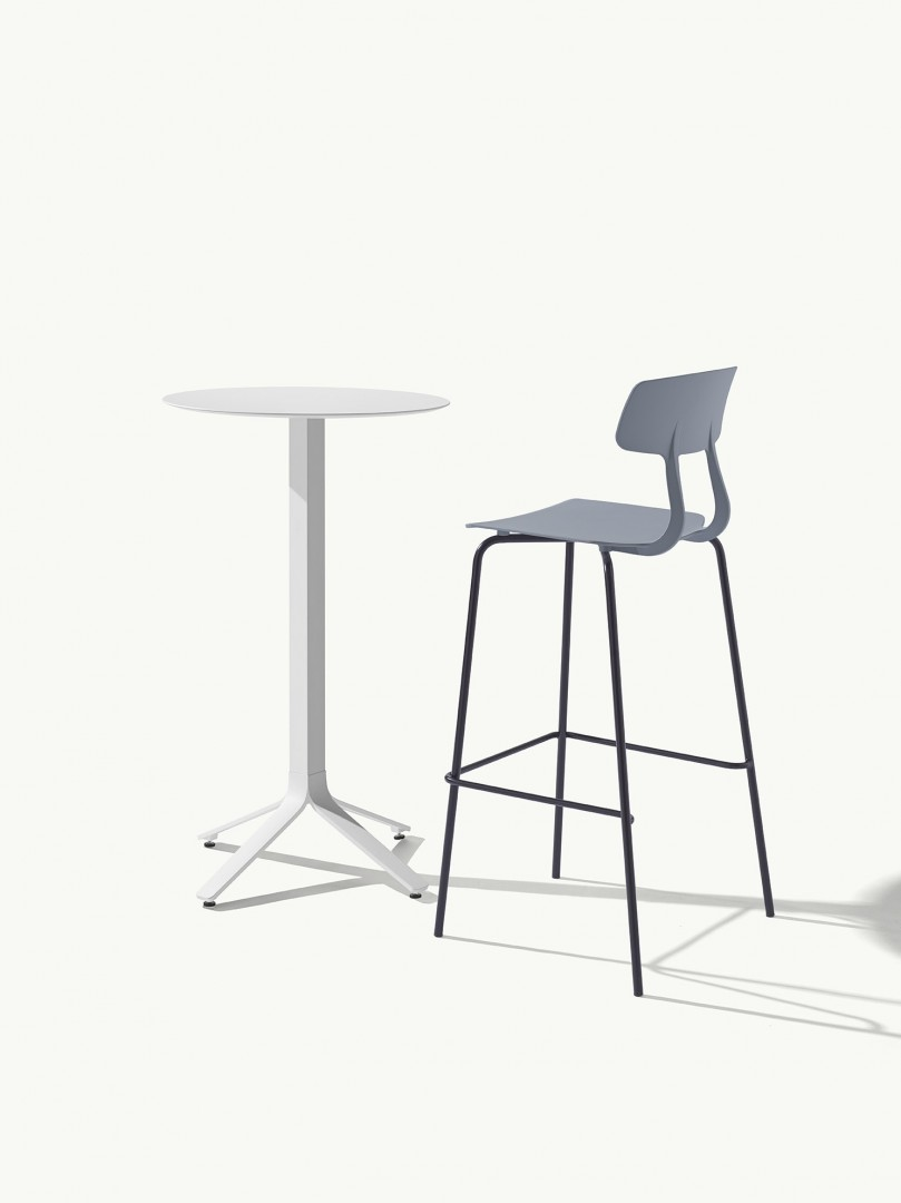The snap seat is structurally and aesthetically flexible and lightweight. Its the perfect option for sophisticated and dynamic indoor and outdoor projects as well as larger applications such as cafes and restaurants.  https://t.co/u8AjXmAMNP