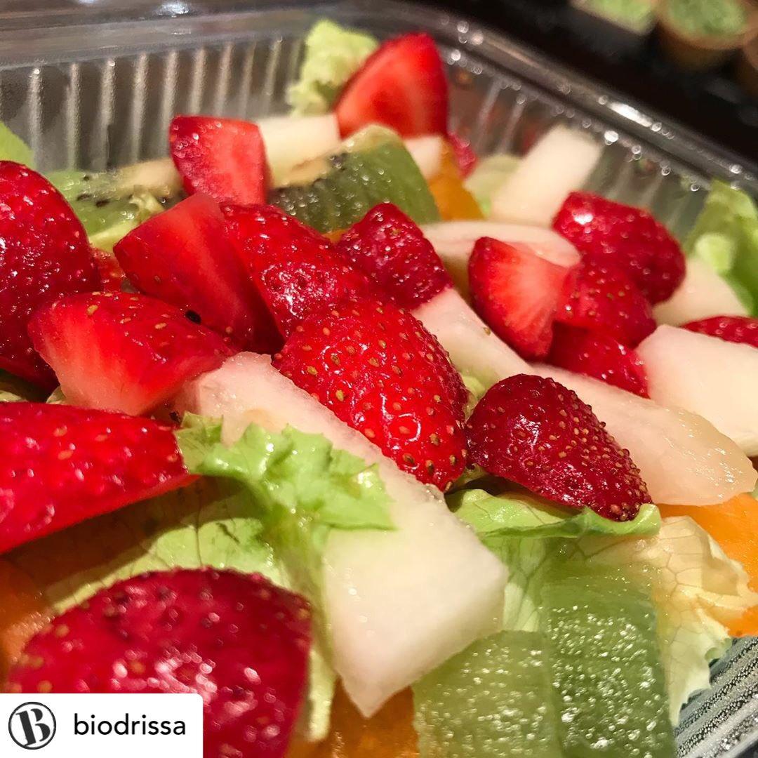 🤩 Impressionants ‼️ les amanides de fruita i verdura #Biodrissa 🔝 Un #plaer directe al paladar i una injecció de #salut 🥬🍓#ProducteEcològic #Km0 #Qualitat   Si us venen de gust 👇  🥒 #Biodrissa #BarriVell Ciutadans 11 Girona 🍅 #Biodrissa Mercat del Lleó Girona @mercatlleo https://t.co/Uzqs9bGRUC