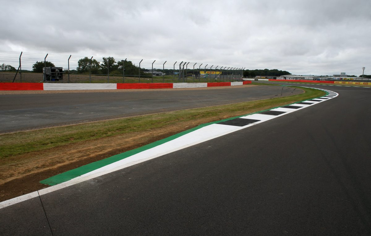 Silverstone installs new kerb at Becketts in response to tyre failures   Full story 👉 https://t.co/lwWmaFp0Gh   #britishgp #f1 #f170 https://t.co/H1N0L6o9rN