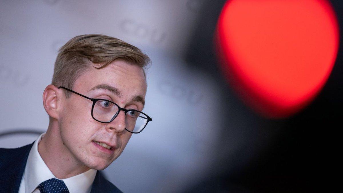 Der Bundestag sieht beim Engagement des CDU-Abgeordneten Philipp Amthor für ein New Yorker Start-up keine Hinweise auf Rechtsverstöße. Das Prüfverfahren wurde deshalb gestoppt. https://t.co/NM0NwHq2vB https://t.co/hZCOIlpjac