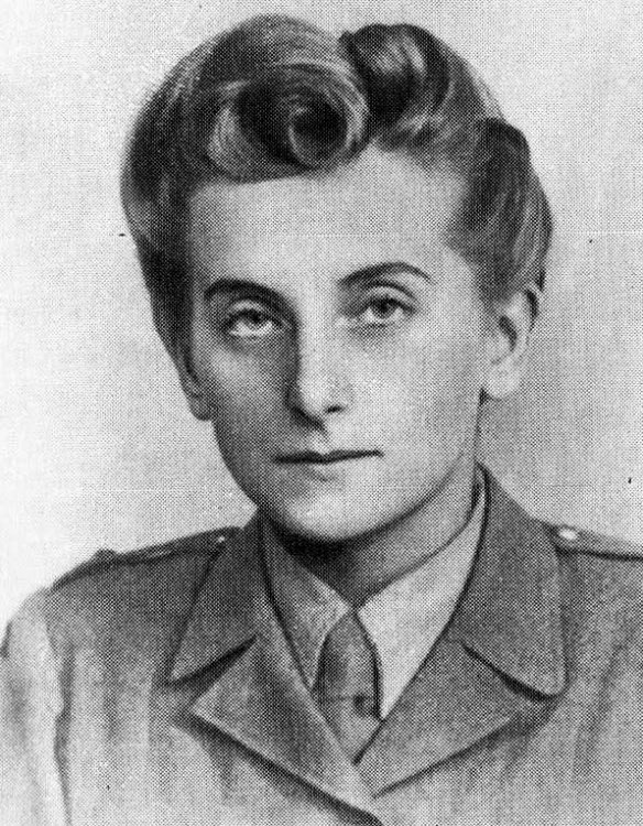 05/06.08.1944 r. - Powstanie Warszawskie:  Kanałem ze Śródmieścia przechodzi na Mokotów łączniczka Elżbieta Ostrowska ps.