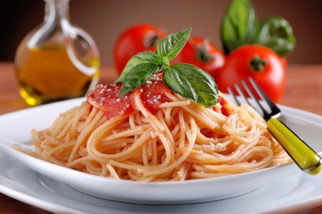 """La salsa di pomodori arrostiti, la conserva estiva dal gusto """"affumicato"""" - https://t.co/fkkQun4YUb #blogsicilianotizie"""