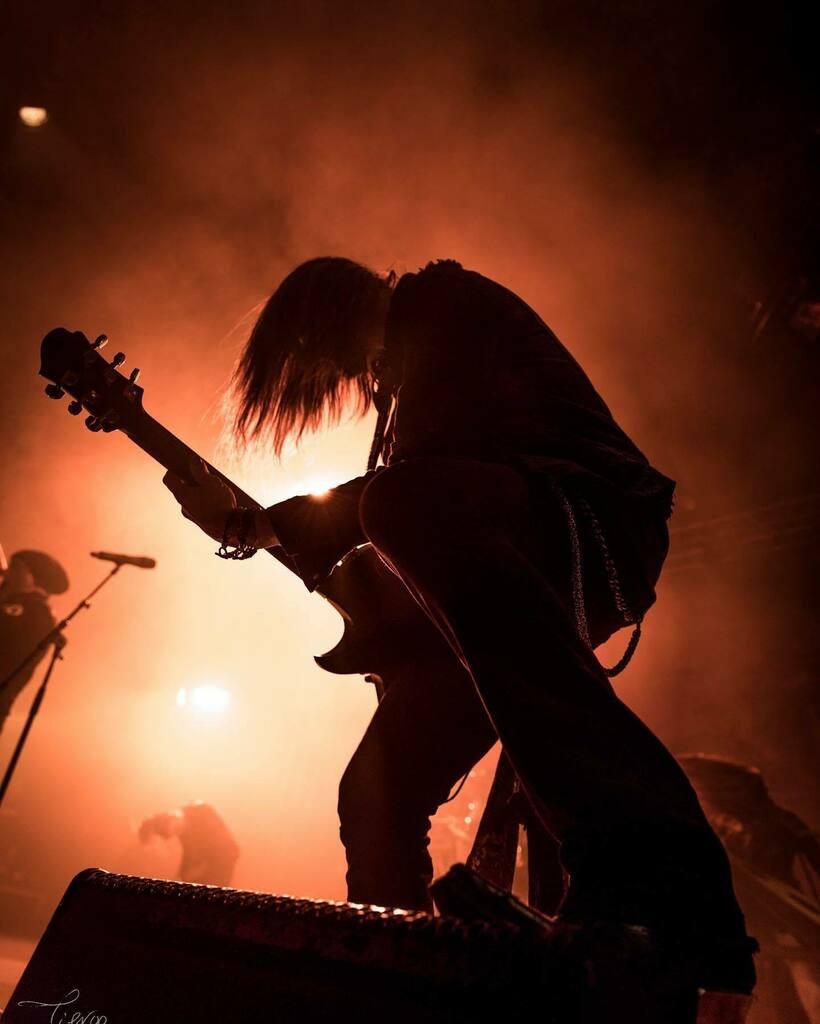 @rafael_salzmann of @eluveitie_official from @motocultorfestival France. Photo by @tigroo_photo   . . . . . #zemaitis #zemaitisguitars #guitarist #gearporn #art #guitar #guitars #music #musician #artist #singlecutaway #rock #rocknroll #metal #blues #japan #japanese #madeinja…pic.twitter.com/tK0Uhe0U7H