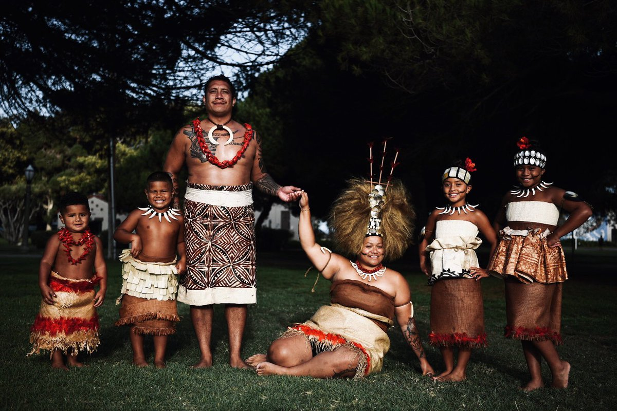 My first family cultural shoot, styled and photos by me  #Samoa #MamanuByTM #Culture pic.twitter.com/PH6sSGWaQb