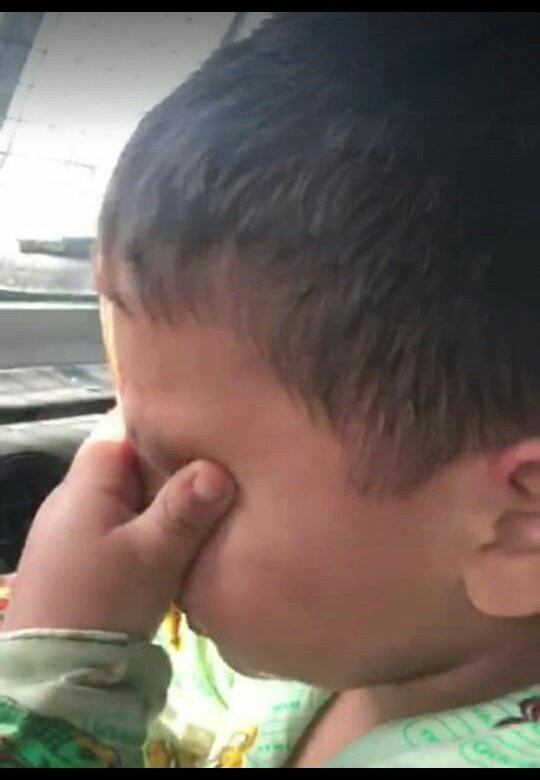 Kashmiri children have learnt to wipe their tears themselves. Thanks whole of Muslim countries we won't look at u anymore. Allah is with us we know. #KashmirWantsFreedom https://t.co/iWEmCsZEhp