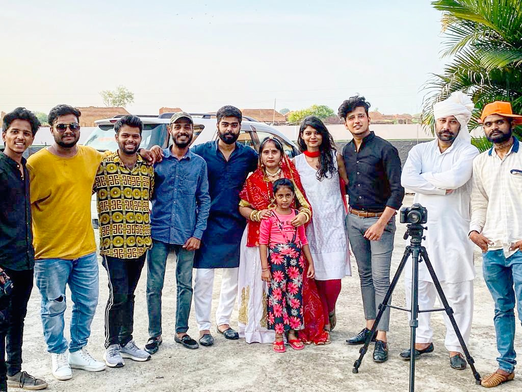 Such a great experience with the team , many team mambers are not in the frame but their hard work shows in the video , Thank you Team From Two Coins Production♥️   #Orepiya #twocoins #teamwork #Hardwork #Avrodh #MakeItHappen