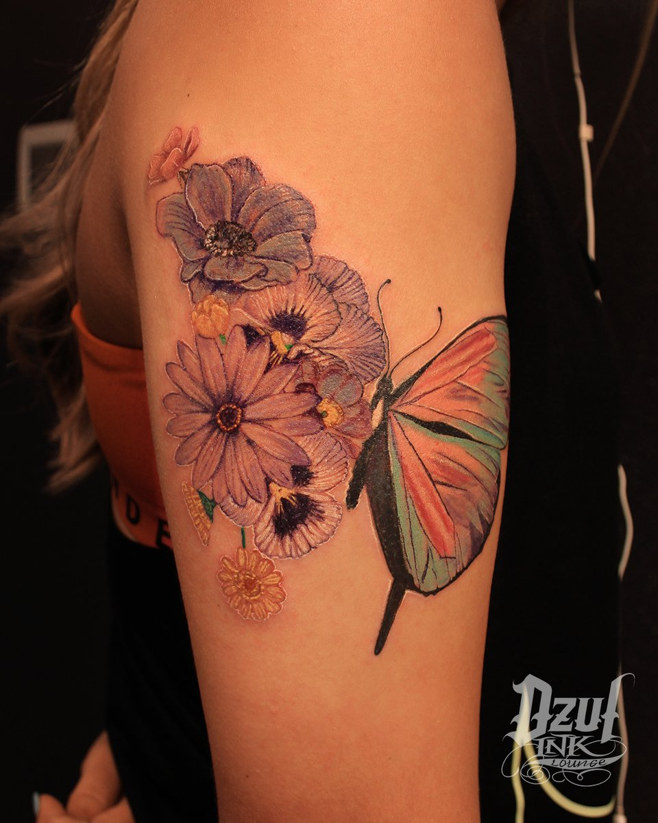 """""""Beautiful and graceful, varied and enchanting, small but approachable, butterflies lead you to the sunny side of life. And everyone deserves a little sunshine."""" -Jeffrey Glassberg  Work by Alex (@dzulking)  #seattletattoo #butterflytattoo #flowertattoo #colortattoo #floraltattoo pic.twitter.com/1my0epCV61"""