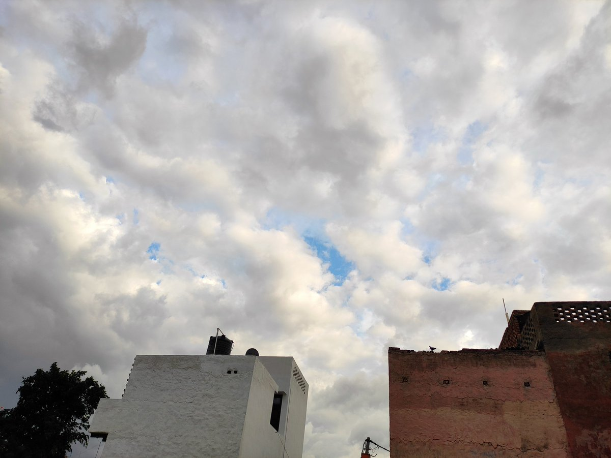 Weather in Delhi is changing today and looks beautiful  . #Delhi #Newdelhi #Weather #Sunnyday #beautiful #Cloudy pic.twitter.com/ccAigHEfFJ