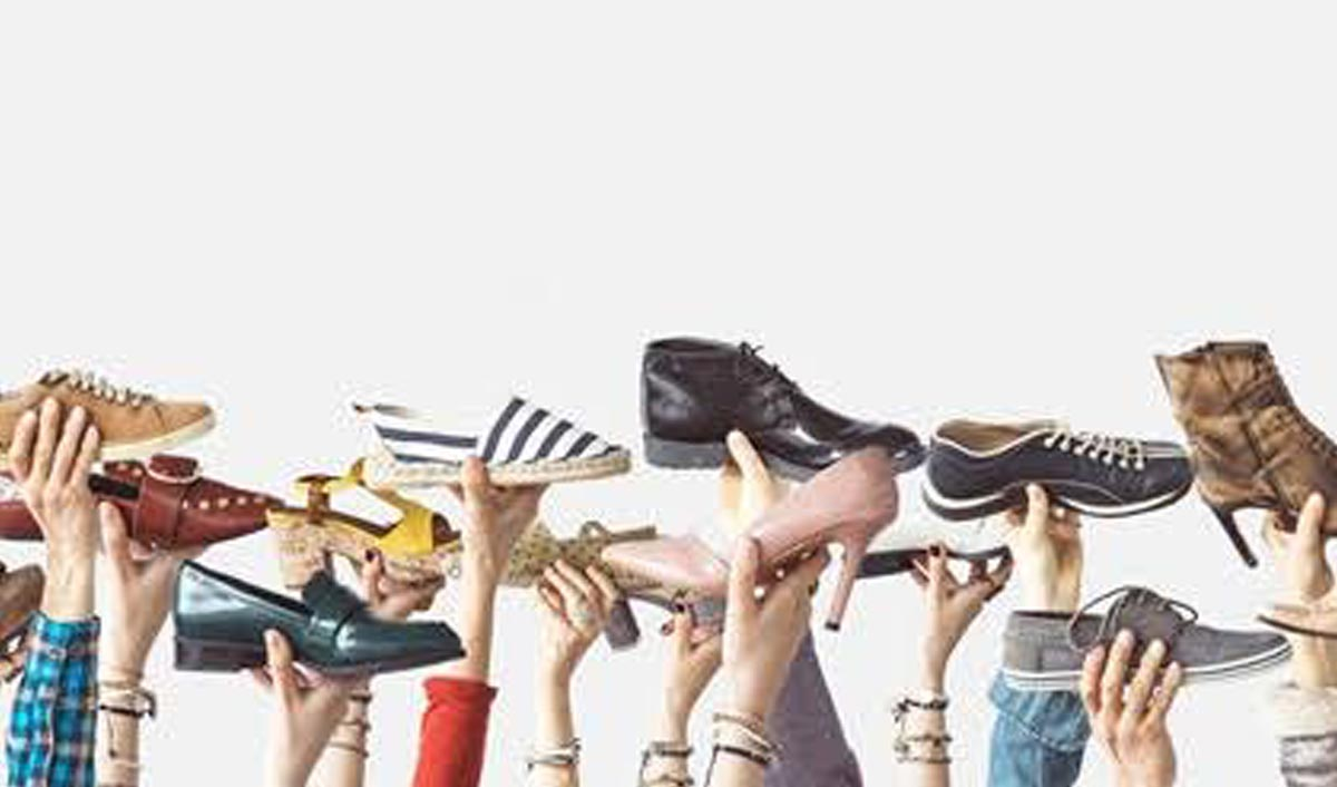 Footwear Stocks Valuation:  Bata: 16,000 Cr Relaxo: 15,000 Cr Sree Leather: 350 Cr (Accessories Supplier) Super House Group: 98 Cr (Allen Cooper) Liberty Group: 232 Cr Khadim's: 202 Cr Mirza International: 587 Cr (Red Tape) https://t.co/jxDnNDlHCt