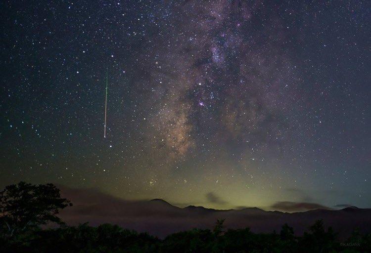 8月12日は本物の流星群を見ることができるそうです!💫あつ森でも流星群が観れるのか観れないのか期待ですね✨#マイデザまとめ #流星群 #どうぶつの森 #流星群 #フーコ #マイデザイン #夏の流星群 #天体観測(撮影:KAGAYA氏)