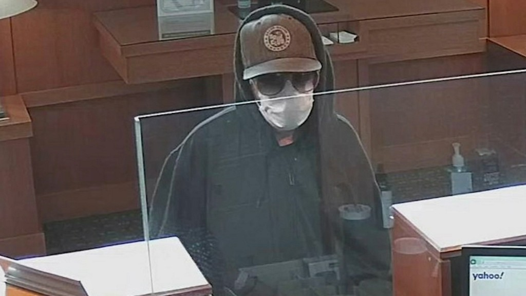 Masked bank robbers take advantage of COVID-19 face-covering rules https://t.co/FtYD7NST1o https://t.co/RHCs2gnZ5i