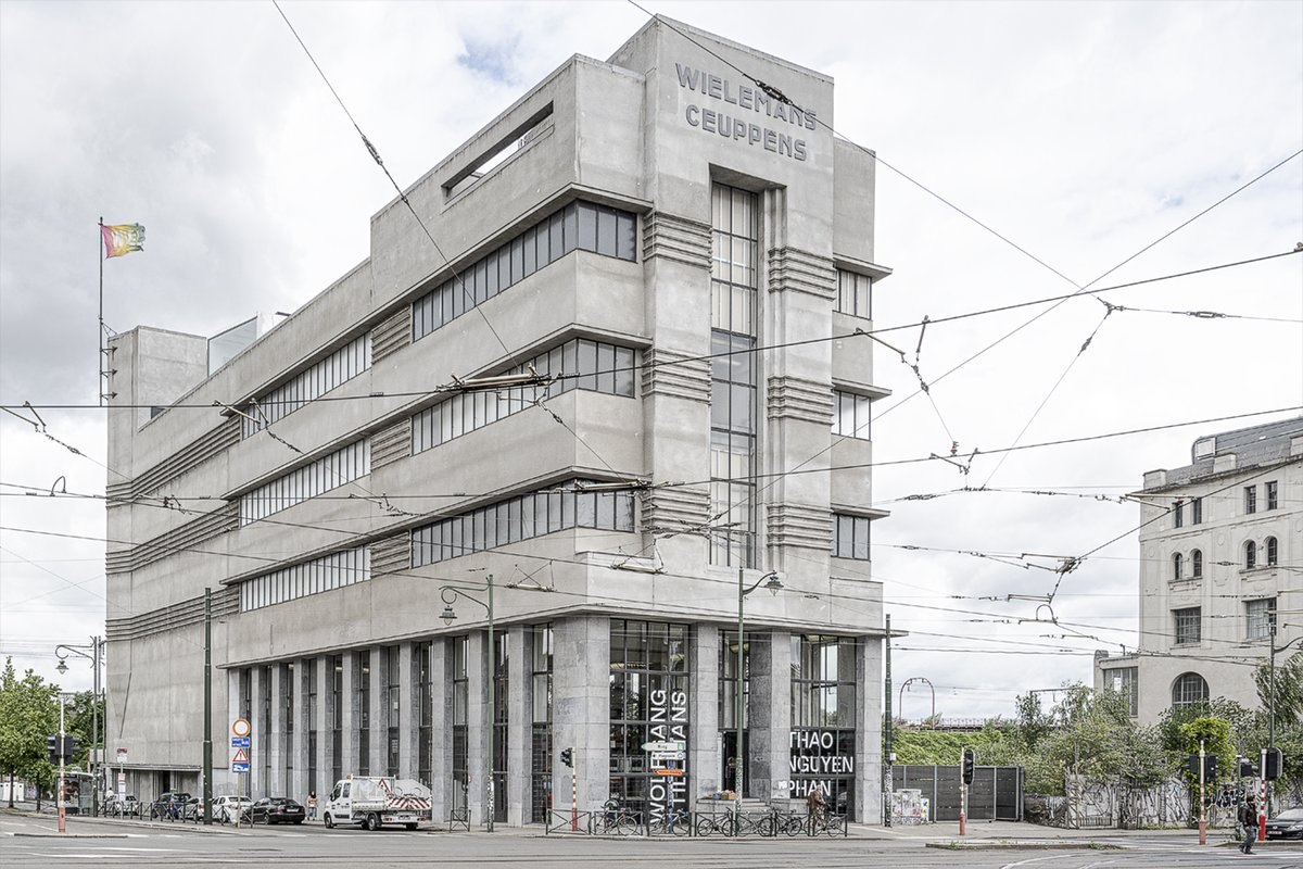 The @WIELS_Brussels art center itself is an ex-brewery in pure art-deco style. This alone makes it worth a visit. Plus: it is not too far from Brussels Midi Station, has ample parking space and a cosy eatery with well-stocked salad bar. https://t.co/QFnbGcZfUA