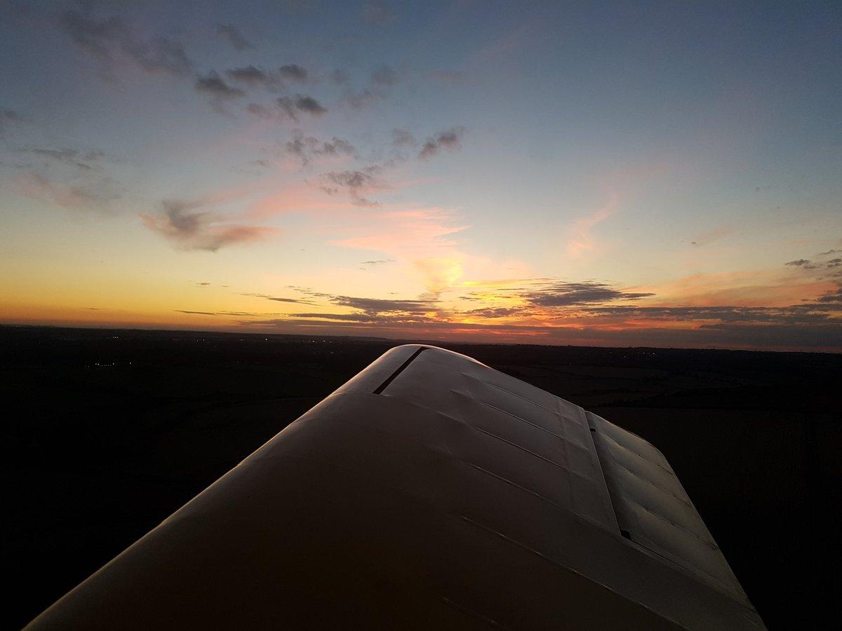 A lovely evening for some Turbulent flying #avgeek @pilot_mag @FlyingMagazine @Flyer_Magazine