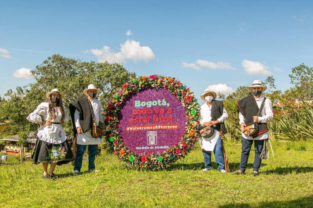 Que lindo regalo, gracias #FeriaDeLasFlores #FelizCumpleañosBogotá pic.twitter.com/FmvMA1QCeL