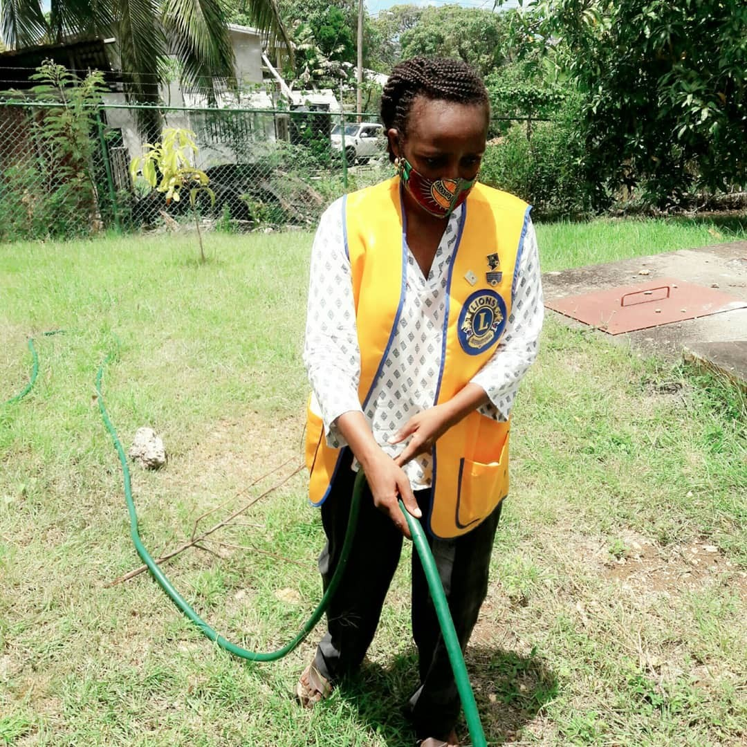 test Twitter Media - In these times of adversity, Lions around the world are safely answering the call to service, and finding ways to show how kindness matters. #WeServe  📸: Lions Club of Barbados Central https://t.co/XzDF8RLNdp